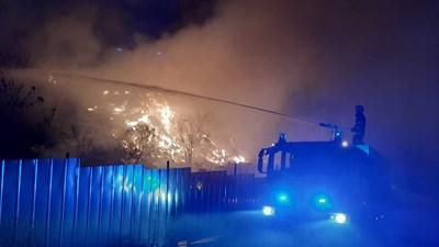 Огънят е локализиран, няма опасност за хора и къщи