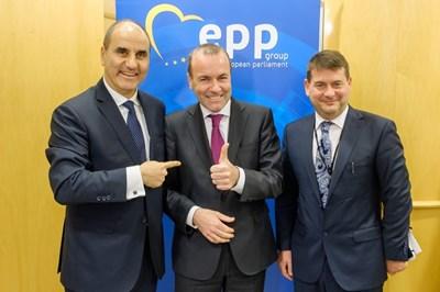 Манфред Вебер, Цветан Цветанов и зам.-шефът на ЕНП Дара Мърфи проведоха приятелска среща в Брюксел днес.