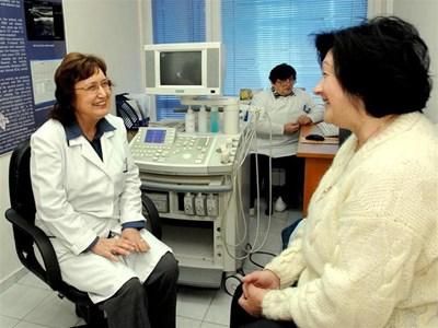 Доц. Велчева консултира в клиниката. СНИМКИ: ДЕСИ КУЛЕЛИЕВА