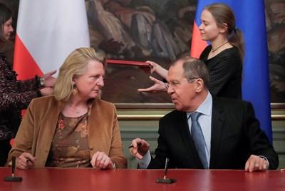 Първите дипломати на Австрия и Русия Карин Кнайсъл и Сергей Лавров в Москва СНИМКА: РОЙТЕРС