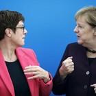 Анегрет Крамп-Каренбауер и Ангела Меркел през октомври СНИМКА: РОЙТЕРС