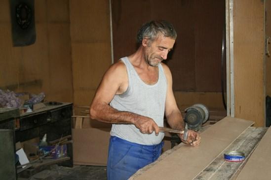 Емил Маринов дойде от Лом в Тополовград да строи Републиката на младостта, но вместо това трябваше да кове ковчези. Нали за всяка работа трябват хора...