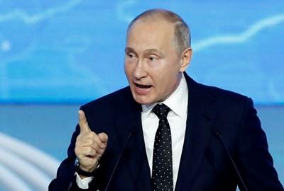 """Владимир Путин на конгреса на партията """"Единна Русия"""" в Москва СНИМКА: Ройтерс"""