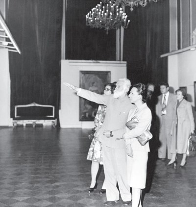 Людмила Живкова и Светослав Рьорих на изложба, 1977 г.