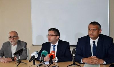 Николай Нанков (в средата) СНИМКА: АПИ