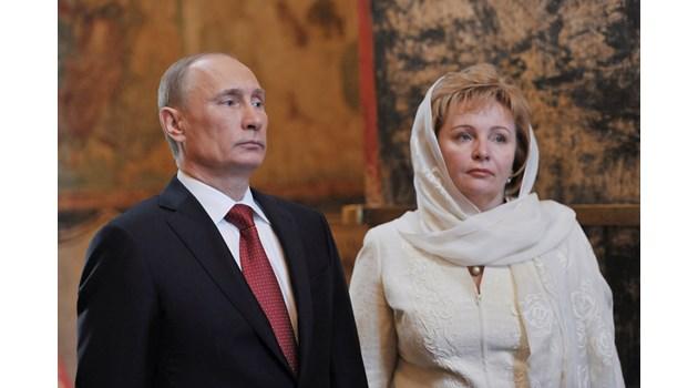 Путин разхожда булката си в нощта след сватбата със запорожец със спукано гърне. Така и не проявили снимките от пътешествието си до Киев след това
