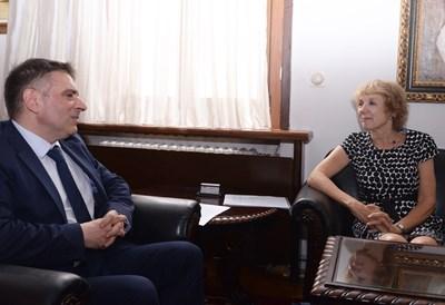 Министърът на правосъдието Данаил Кирилов инициира среща с посланика на Нидерландия Берендина тен Тъшър по случая на българско момче. Снимка: пресцентър на правосъдното министерство