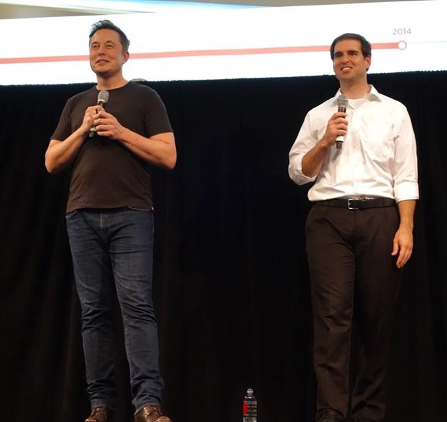 """Илън Мъск и Джей Би Стробъл през 2016 г. Снимка: """"Уикимедиа"""""""