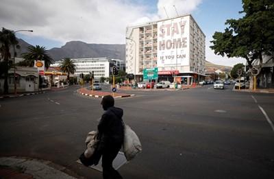 Южна Африка се подготвя за триседмична карантина, която ще влезе в сила в полунощ. Снимка Ройтерс