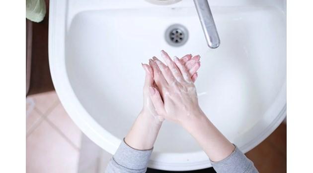 Измиването на ръцете 10 пъти дневно намалява риска от заразяване с COVID-19