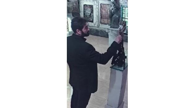 Ставри Калинов: Този открадна моя скулптура! Познавате ли го?