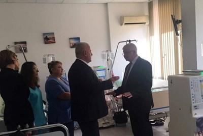 Здравният министър Кирил Ананиев откри във вторник нов компютърен томограф и обновено отделение по хемодиализа в МБАЛ-Добрич.