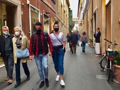 Маските на открито са задължителни в цяла Италия СНИМКА: Виолина Христова