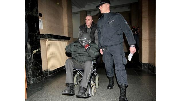 Герман Костин водел детето от  куфара на кортовете на Малееви (обзор)