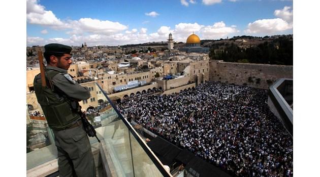 Битката за Йерусалим: Кой накара Тръмп да заложи бомбата