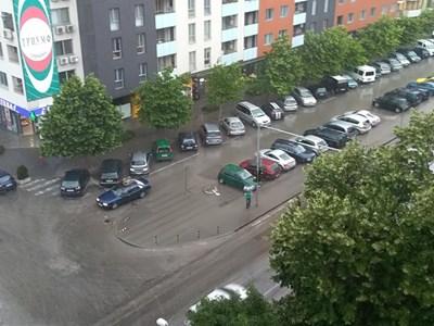 За минути улиците в Пловдив плувнаха във вода СНИМКА: Авторката