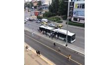 Качване в автобус чрез прескачане на препятствия