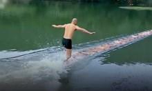 Монах от Шаолин тича върху вода