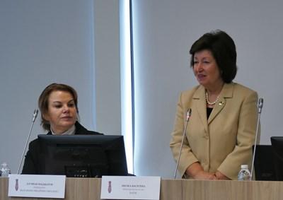 Милка Василева, председател на БАПЗГ (вдясно), обяви началото на национална кампания срещу агресията над медици. Подкрепа от името на лекарския съюз отправи д-р Нели Нешева. СНИМКА: Пиер Петров