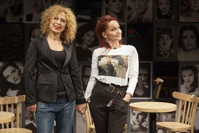 Силвия Лулчева и Лиза Шопова са приятелки в живота. СНИМКИ: ЛИЧЕН АРХИВ И САТИРИЧЕН ТЕАТЪР