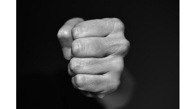 Жена почина, след като беше пребита от приятеля си от ревност в Плевенско