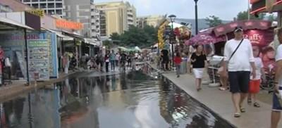 Улиците в Слънчев бряг се наводниха от поройния дъжд  Кадър: Би Ти Ви