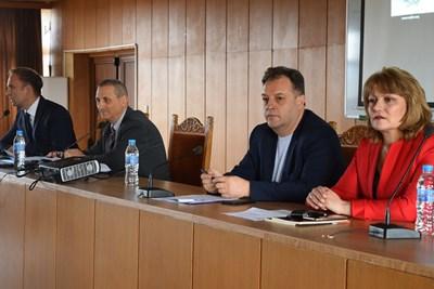 Областният управител проф.Любомира Попова и кметът Даниел Панов откриха срещата