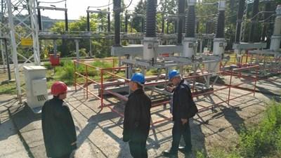 Експертите на министерството на енергетиката проверяват съоръжения.