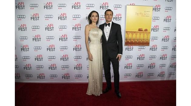 Брад Пит замести Анджелина Джоли с нейна двойничка