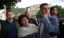 Цвета Караянчева поиска диалог с протестиращи, те я замеряха с яйца (Обзор)