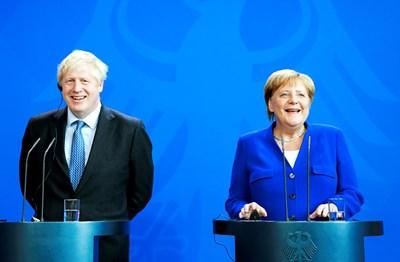 Джонсън се срещна вчера и с германския канцлер Ангела Меркел Снимка: Ройтерс