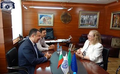 Кметът на Несебър разговаря с ирландския посланик Мартина Фийни.