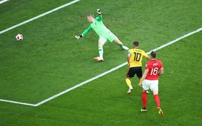 Еден Азар вкарва гола за 2:0 срещу Англия. СНИМКА: РОЙТЕРС