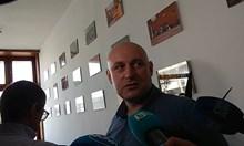 """Подсъдимият за разораната дюна на """"Смокиня"""" мълчи пред журналисти (Снимки)"""