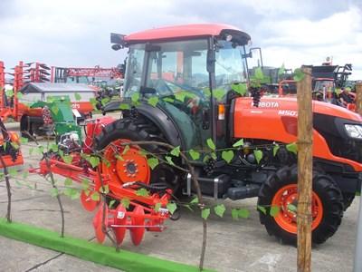 В периода 2015-2020 г. в България са регистрирани 6505 нови колесни трактори и 942 зърнокомбайна, стана ясно при откриването на изложението. СНИМКИ: Ваньо Стоилов