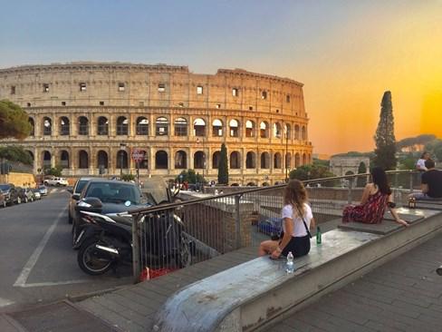 Колизеят е наричан още амфитеатър на Флавиите. СНИМКИ: АВТОРЪТ