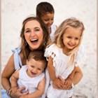 Майка осиновява две деца. Прави ДНК тест и разбира, че са биологични сестри