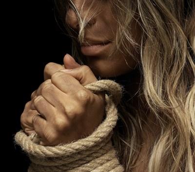 """Тя, която едва не губи живота си в ръцете на насилник: """"Любовта не боли, тя е грижа"""""""