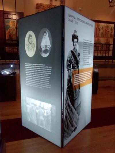 Историите на сем. Стоянович са разказани успоредно с тези на прочути жени от нашата история.