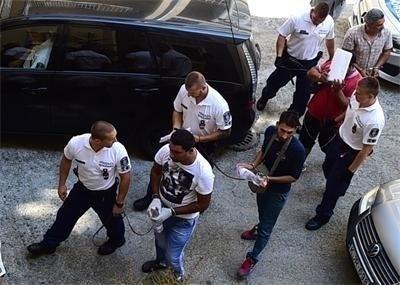 Водят българските трафиканти към съдебната зала СНИМКА: Архив