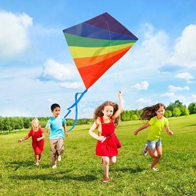 Експерти поощряват децата да пускат хвърчила, за да се забавляват сред природата вместо да стоят пред екрана на компютъра. СНИМКИ: ПИКСАБЕЙ