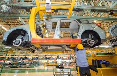 Производството и продажбата на автомобили в Китай през първите три тримесечия се увеличават стабилно