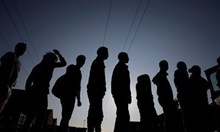 """Хванаха 30 мигранти на магистрала """"Тракия"""" край Сливен"""