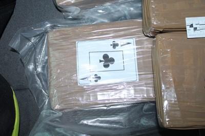 Това е един от пакетите, заловени при акцията на полицията в неделя. СНИМКА: Снимка: Мвр