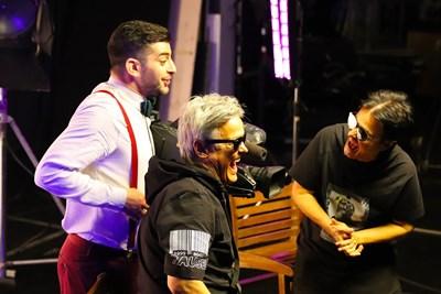 """Братя Аргирови заедно с Александър Кадиев на снимачната площадка на видеото към общата им песен """"Вирусът любов"""", чиято премиера е на 14 май."""