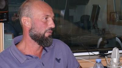 """Писателят Момчил Николов е новият носител на наградата за най-добър роман на фонд """"13  века България""""."""