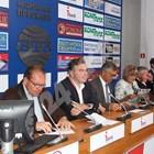 Управителят на Kia България Храбрин Иванчев (вторият отляво на дясно) оглави ААП.