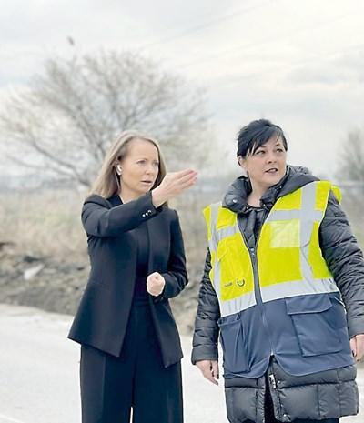 Дани Каназирева инспектира ремонта на околовръстния път на Пловдив и разговаря с представител на фирмата изпълнител.