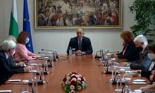 Радев след срещата с ЦИК: Избори 2 в 1 са възможни