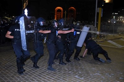 Полицаи в 56-ия ден на протести в София Снимка: Велислав Николов